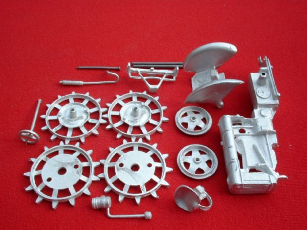 "Britains Fordson Tractor Fordson Major E27N "" Spade Lug Version "" White Metal Kit "" (Price Each)"